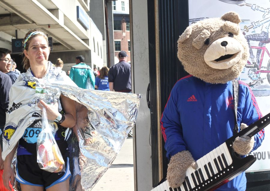 boston marathon april 18 2016 keytar bear woman in marathon blanket