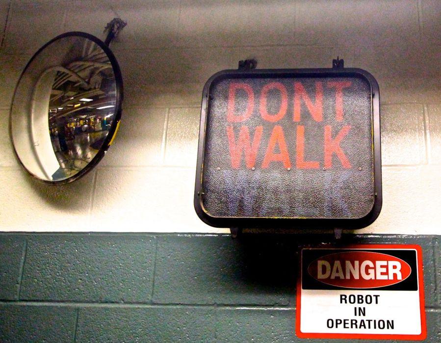 boston-boston-globe-robot-sign