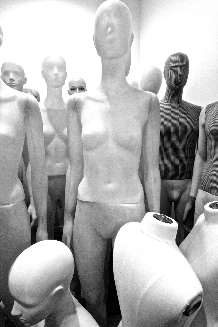boston h&m store downtown crossing mannequins 3
