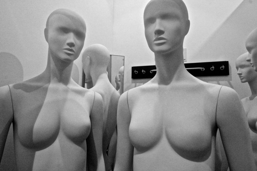 boston h&m store downtown crossing mannequins 6