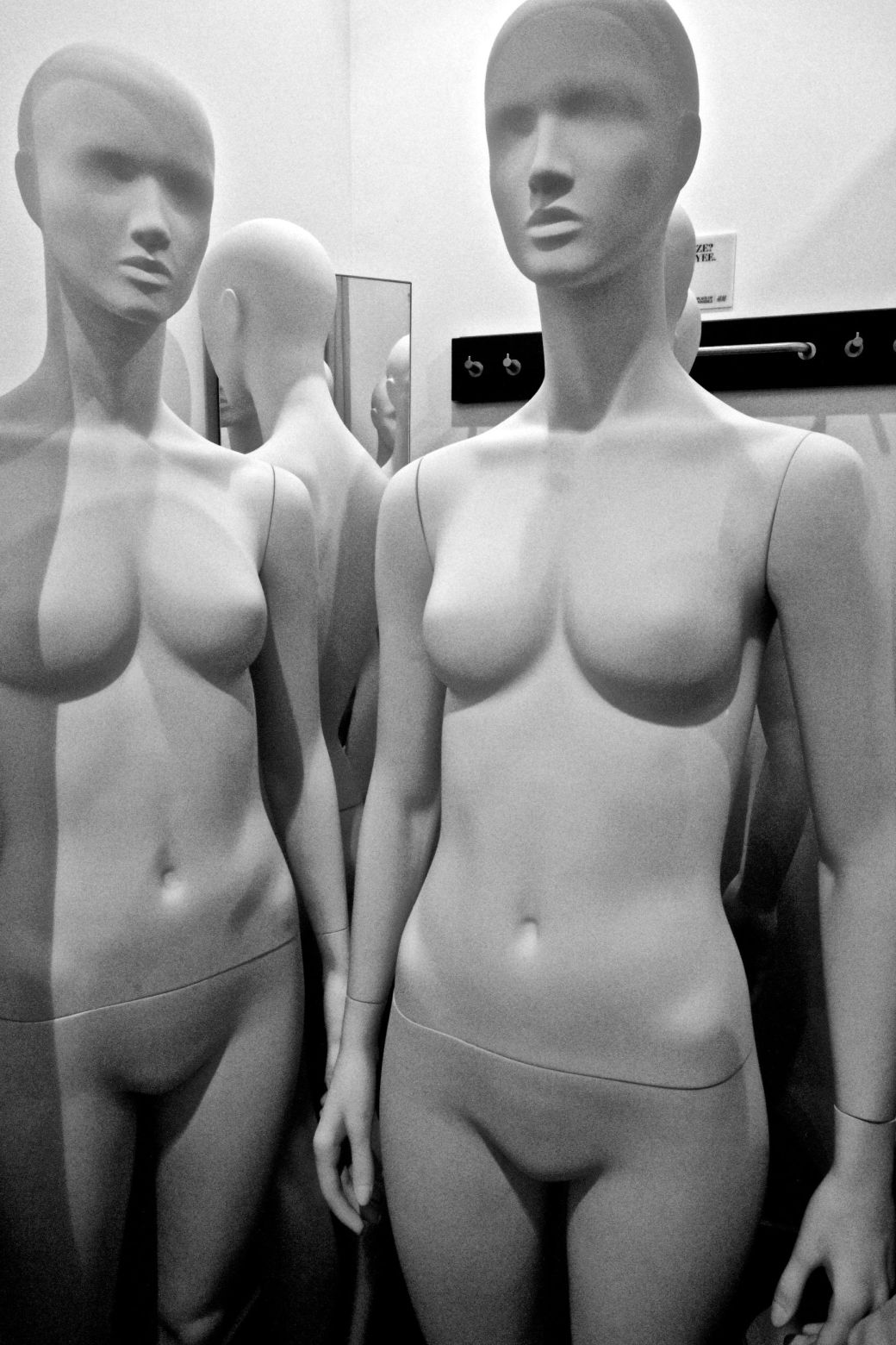 boston h&m store downtown crossing mannequins 7