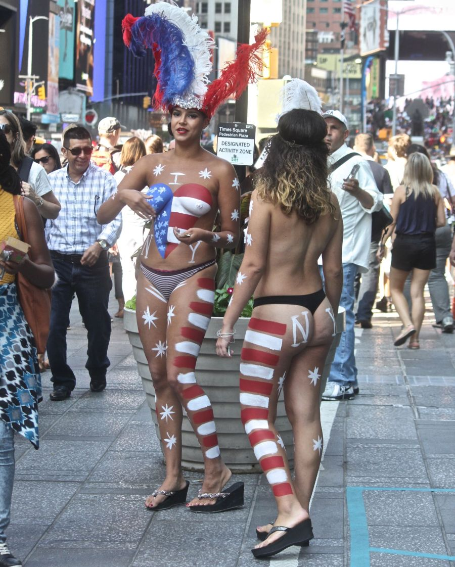 new-york-city-september-4-2016-times-square-naked-women-2