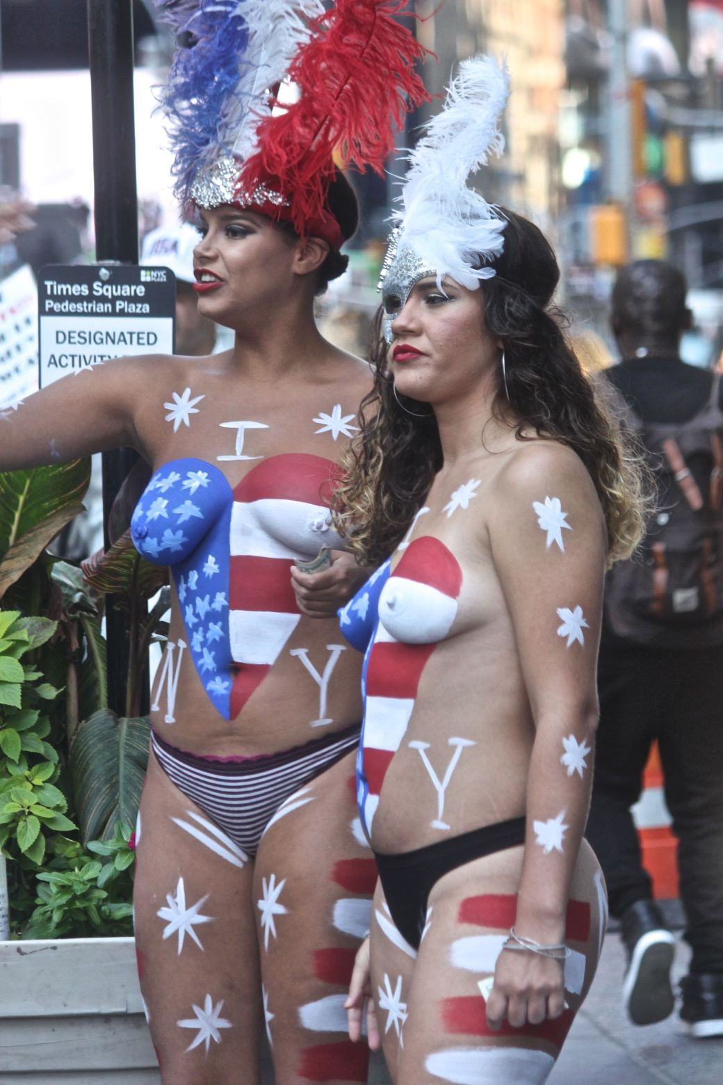 new-york-city-september-4-2016-times-square-naked-women-3