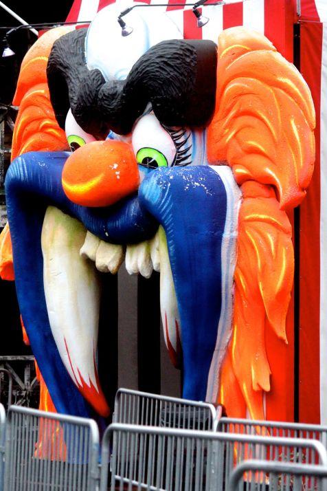 salem-new-hampshire-canobie-lake-park-clown-with-mouth-open