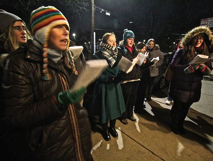 cambridge-christmas-caroling-2016-5