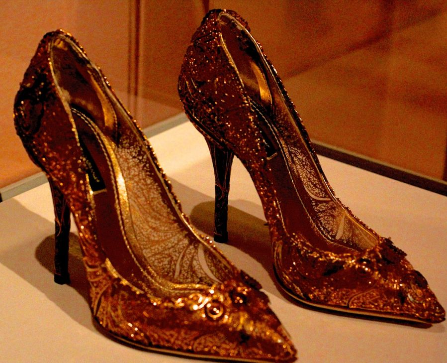 salem-peabody-essex-shoe-exhibit-10