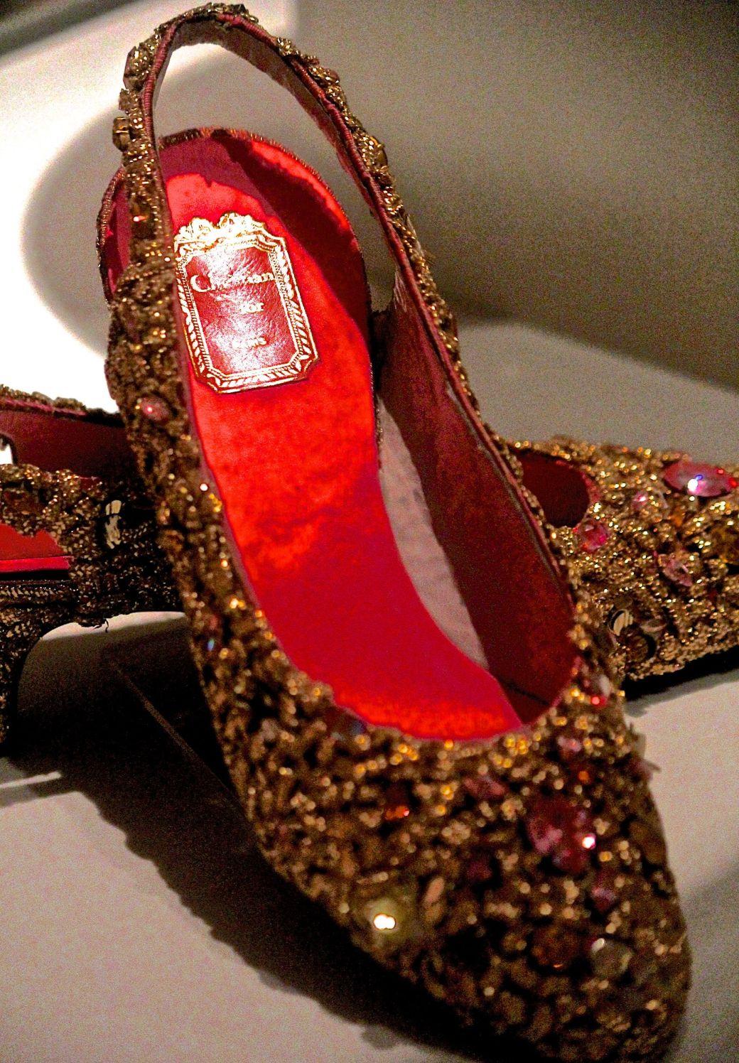 salem-peabody-essex-shoe-exhibit-14