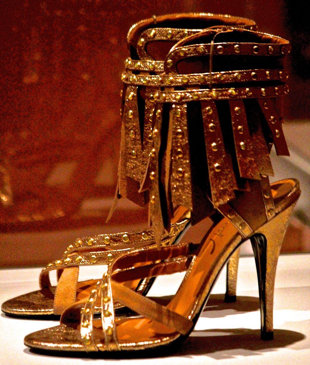 salem-peabody-essex-shoe-exhibit-15