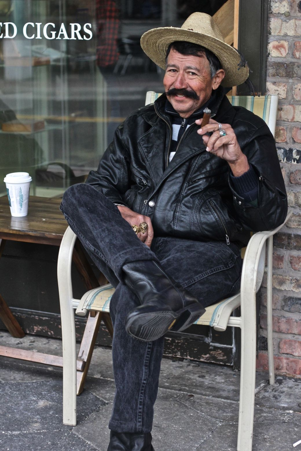 tampa-ybor-city-man-smoking-cigar