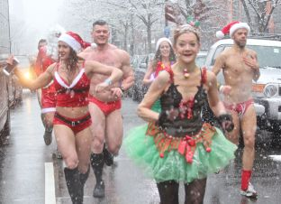 boston santa speedo run december 9 2017 34