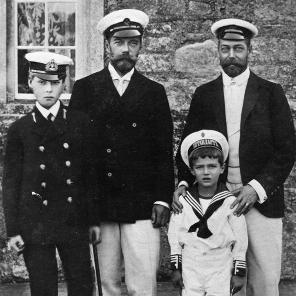 King-George-V-and-Tsar-Nicholas-II-with-their-sons-1120934