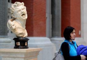 new york metropolitan museum of art petrie court statue laughing
