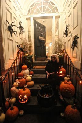boston beacon hill halloween celebration 2019 people decorations pumpkins