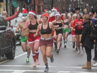 boston santa speedo run 2019 25