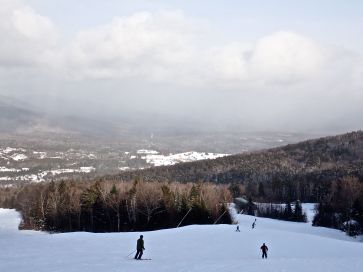 bretton woods ski resort lower mountain clouds