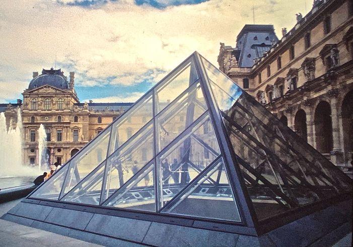 paris louvre IM Pei pyramid courtyard