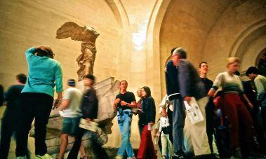 paris musee de louvre nike statue people slides 2001